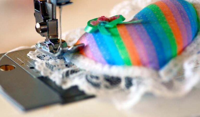 How to Sew Rounded Corners on Cushions
